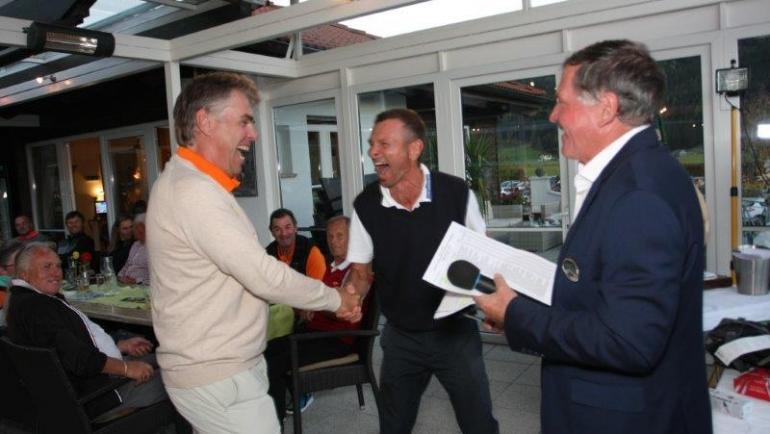 Golfverbandschef Peter Enzinger freut sich….