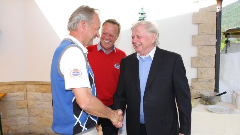 GCC Lärchenhof Boss Martin Unterrainer freut sich über den Sieg in der Teamwertung