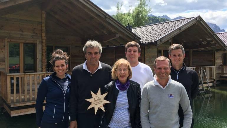 Turnierdirektor Christian Küchl übergibt Familie Astl den Siegerstern in der Teamwertung!